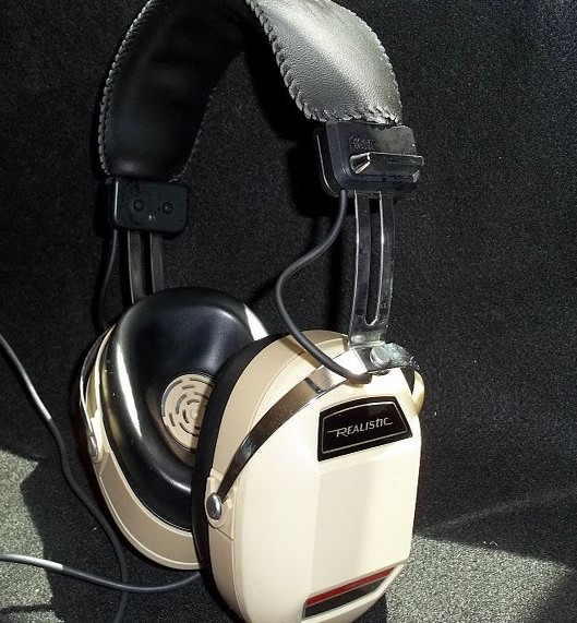 Vintage headphones: listen to your favorite discs with a